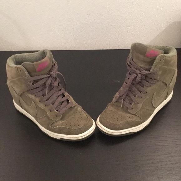 2fa71aae3b8 Nike Dunk Sky Hi Wedges in olive green. M 5ae535edc9fcdffda79671ae
